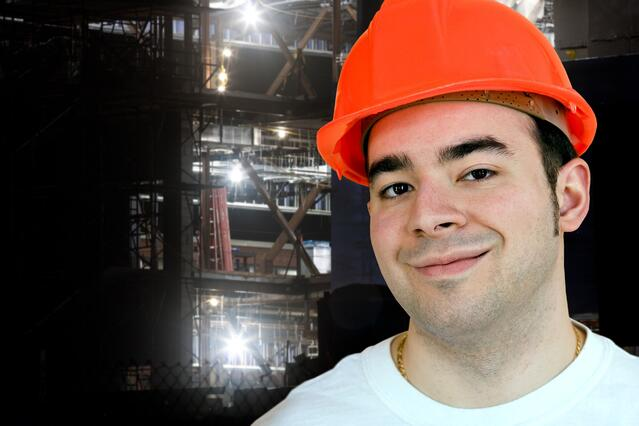 night-construction-worker-smiling-in-front-of-an-evening-job-site_SF4grw0So.jpg
