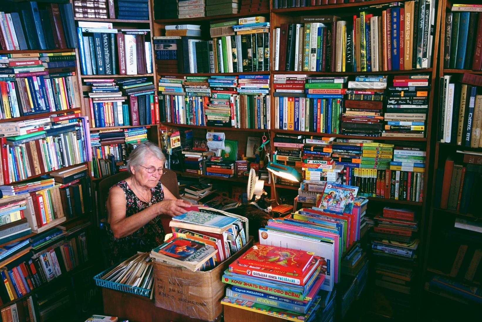 old-books-seller-in-batumi-georgia_t20_097gxo